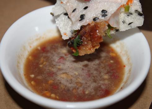 bánh đập thịt nướng mắm nêm- du lịch nha trang