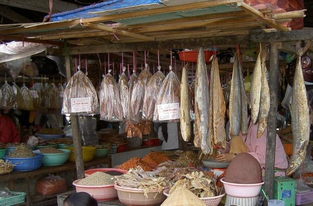 du lịch phú quốc - chợ dương đông rất nhiều hải sản khô
