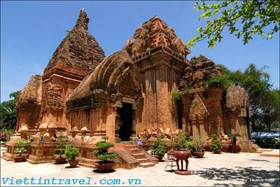 Du lịch Nha Trang - Tháp bà Ponagar cổ kính